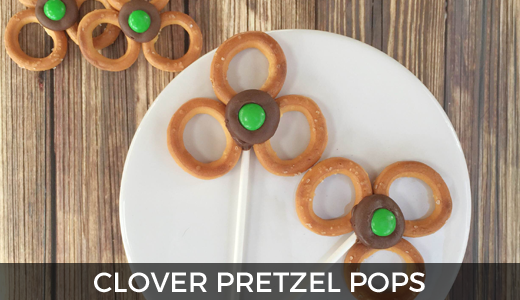 St. Patrick's Day clover pops | St. Patrick's Day snack idea | Leprechaun snacks | Kid snack ideas | GinaKirk.com @ginaekirk