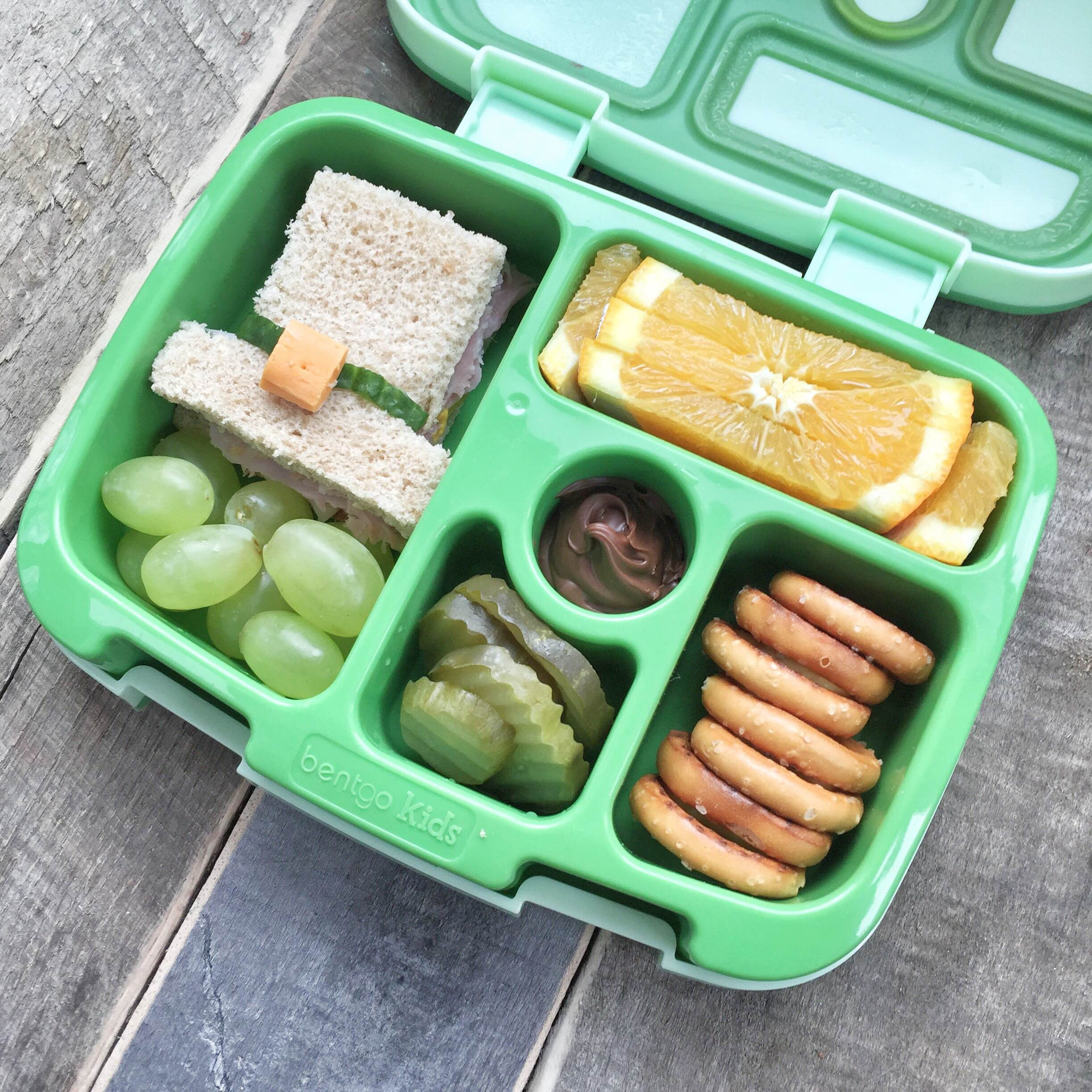St. Patrick's Day bento lunch | St. Patrick's Day lunchbox ideas | Leprechaun lunchbox! GinaKirk.com @ginaekirk