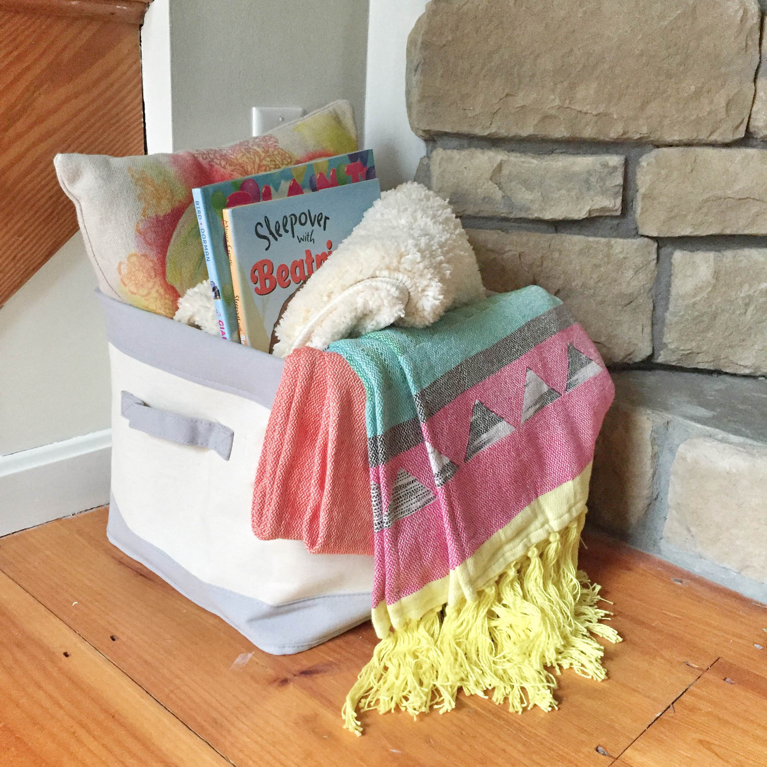 How to create a portable book nook | Kids book corner | How to make a book nook | GinaKirk.com @ginaekirk