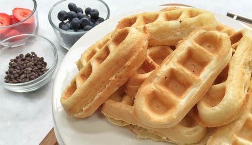 How to make breakfast more fun with a weekday waffle bar! Fun breakfast idea for kids or adults. GinaKirk.com @ginaekirk